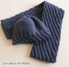 Bonnet + écharpe, motif diagonales, tricotés main, bleu denim