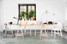 Vi er et lite interiørdesign studio som leverer stort. Vi skaper funksjonelle miljøer med personlighet og mening. Vi vet at hver m2 av hverdagen er viktig.