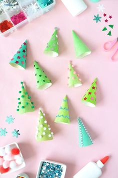 Oh Christmas tree, oh Christmas tree! Decorate wooden serving cones to look like mini Christmas trees this holiday season! Diy Christmas Lights, Decoration Christmas, Wooden Christmas Trees, Mini Christmas Tree, Easy Christmas Crafts, Modern Christmas, Simple Christmas, Kids Christmas, Christmas Houses