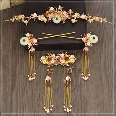 Chinese bride costume headdress retro hairpin hairpin step classical wedding hair ornaments show Wo clothing Hair Jewelry, Body Jewelry, Jewelry Sets, Fine Jewelry, Engagement Jewelry, Wedding Engagement, Wedding Hair, Chinese Bride, Bride Costume
