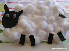 Little lamb craft for kids to make this spring - perfect for farm themed unit, or even bringing Mary had a little lamb to life