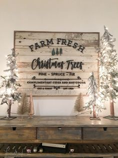 Inspiration for my Christmas decor! Such a cute Farmhouse look