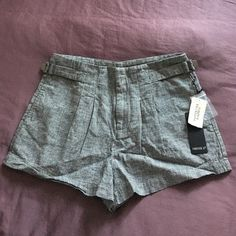 NWT FOREVER21 Pied de Poule Tailored Shorts Very high wasted ⚫️ bought about two weeks ago but it's too short for my taste ⚫️ the print is very small and cute ⚫️ there are side pockets and the waist is adjustable ⚫️ great color to wear on the winter (was thinking of wearing it with tights and riding boots!) ⚫️ Forever 21 Shorts
