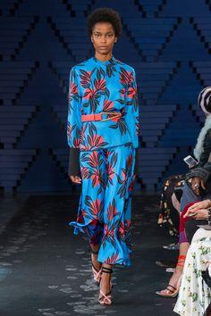 Roksanda Spring 2018 Ready-to-Wear Undefined Photos - Vogue