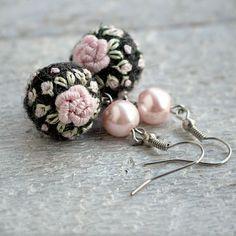 Embroidered felt ball earrings Frozen Roses in by NettesRoseGarden, €16.00