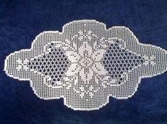 This Pin was discovered by HUZ Crochet Art, Crochet Doilies, Crochet Patterns, Fillet Crochet, Flower, Napkins, Crochet Flowers, Crochet Stitches, Crochet Carpet