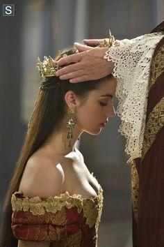 "#Reign 2x03 ""Coronation"" - Queen Mary Stuart"