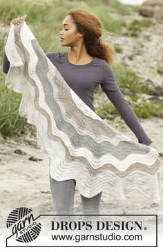 Blizzard by DROPS Design. Shawl with stripes in Puna - pure alpaca wool! Free #knitting pattern