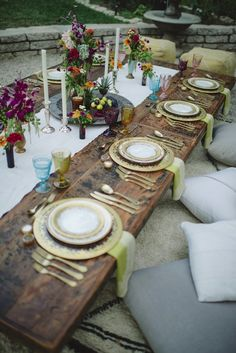 outdoor moroccan inspired low dining tablescape with colorful touches | gatherings + event ideas