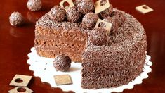 """Bolo """"Brigadeiro"""" (not in english) Dog Food Recipes, Cake Recipes, Yummy Recipes, Cookie Dough Frosting, Poke Cakes, Fancy Cakes, Homemade Cakes, Gingerbread Cookies, Vanilla Cake"""