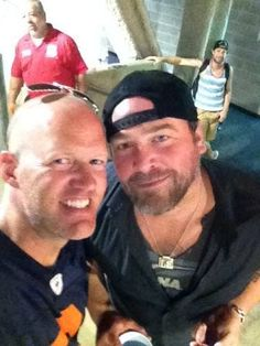 3 weeks til I see Lee :) :) Lee Brice Calls Drew And Admits To Funny Redneck Action In Public « Country Music News, Artists, Interviews – US99.5