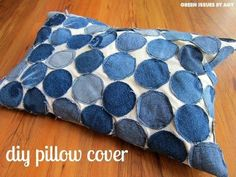 30 ways to transform your old jeans.Cut the pockets off your old jeans to create these BRILLIANT ideas! Your old jeans never looked so good. Sewing Pillows, Diy Pillows, Throw Pillows, Scatter Cushions, Diy Upcycling, Upcycle, No Sew Pillow Covers, Cushion Covers, Denim Scraps