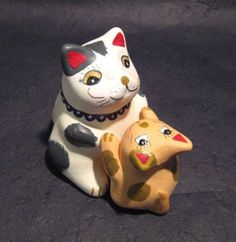 Cat and kitten maneki neko