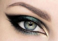 absolutely love this eye makeup, smokey eyes with hint of khaki green and copper gold,