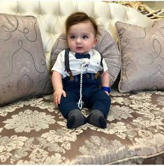 Cute Baby Boy Photos, Cute Kids Pics, Cute Baby Videos, Cute Little Baby, Cute Baby Girl, Baby Love, Baby Boy Dress, Baby Boy Outfits, Twin Baby Clothes