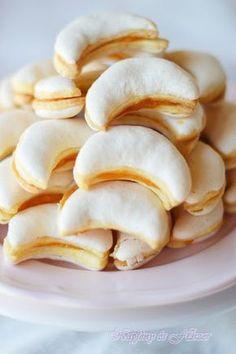 Napfény és Fűszer: Citromos holdak Hungarian Cookies, Hungarian Desserts, Hungarian Recipes, Cookie Desserts, Cookie Recipes, Snack Recipes, Dessert Recipes, Snacks, Sweet Cookies
