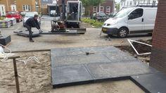 Het leggen van schellevis betontegels van 200x100 cm