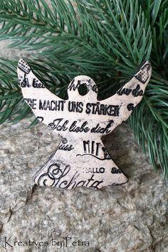 Weihnachtsanhänger aus Keramik...von KreativesbyPetra #keramik #ceramic #keramikanhänger #ceramicpendant #weihnachtsanhänger #christmastrailer #form #ton #töpferei #töpfern #plattentechnik #glasur #glaze #glasurbrand #glazebrand #botz #Unikat #handmade #Handwerk #Kunsthandwerk #handgemacht #geschenk #present #weihnachten #Christmas #winter #Weihnachtsbaum #christmastree #weihnachtsschmuck #christmasdecorastions #decorations #Dekoration #Anhänger #schmuck #DIY #engel #angel