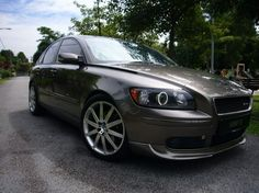Volvo with halo headlights. Now that will turn some heads and get people's attention! Volvo S40 T5, Volvo Cars, Car Goals, Automobile, Vehicles, Halo, Bento, Madness, Passion
