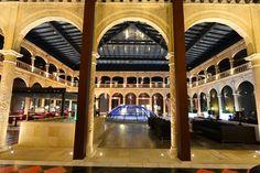 Patio Renacentista, cerrado por una gran cúpula acristalada. 💛 Renaissance Patio, closed by a large glass dome.💛 #hotel #historia #building