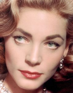 Lauren Bacall unique look Old Hollywood Stars, Hollywood Icons, Old Hollywood Glamour, Golden Age Of Hollywood, Vintage Hollywood, Hollywood Actresses, Classic Hollywood, Lauren Bacall, Humphrey Bogart