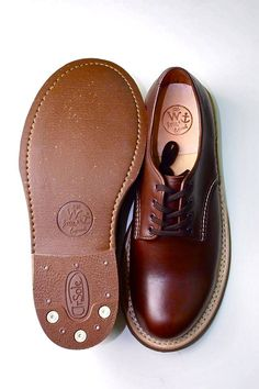 Shoes that look better with age. Old Boots, Shoe Boots, Best Casual Shoes, Gentleman Shoes, Derby, Mens Fashion Shoes, Brown Shoe, Vintage Shoes, Type 1