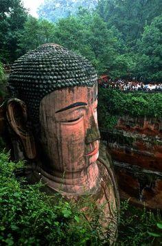 Gran Buda de Leshan, Leshan, China - El gran Buda de Leshan es la estatua esculpida en piedra de Buda más alta del mundo. Fue construida durante la dinastía Tang.