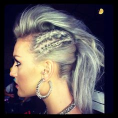 i know i could never pull this off but i would at lest try it looks amazing on her #sliverbraidgodess
