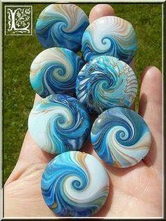 Polymer clay swirled lentil beads by Chez Laurette. Painted Rock Ideas - Do you need rock painting ideas for spreading rocks around your neighborhood or the Kindness Rocks Project? (New) Best Creative Ideas for Making Painted Rock Painting Ideas Swirl ide Polymer Clay Crafts, Polymer Clay Creations, Polymer Clay Beads, Lampwork Beads, Fimo Clay, Stone Crafts, Rock Crafts, Arts And Crafts, Diy Crafts