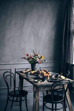Breakfast Gathering at Signe Bay's Studio in Copenhagen - scandinavian style / vintage interior Dark Interiors, Vintage Interiors, Table Setting Inspiration, Interior Inspiration, Cafe Interior, Interior Exterior, Picnic Dinner, Grey Interior Design, Black Rooms