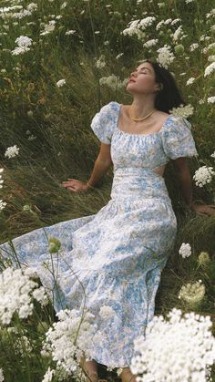 Aesthetic Fashion, Aesthetic Girl, Aesthetic Clothes, Simple Summer Outfits, Spring Outfits, Midi Dress Outfit, Floral Midi Dress, Vintage Dresses, Vintage Outfits
