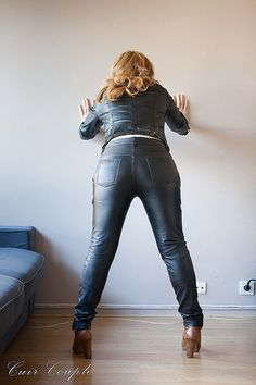 Black Leather Mini Skirt, Leather Trousers, Rain Wear, Girls Jeans, Sexy Women, Leather Outfits, Womens Fashion, Leather Leggings Outfit, Templates