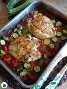 Petto di pollo con zucchine e peperoni al forno