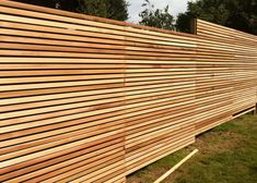 A horizontal fence panels is an attractive addition to any garden or backyard. Allow horizontal trellis vines and creepers grow to fruition so that fruit Attractive Horizontal Fence Panels Cheap Fence Panels, Cheap Privacy Fence, Privacy Fence Panels, Privacy Fence Designs, Backyard Privacy, Diy Fence, Backyard Fences, Fence Ideas, Fence Options