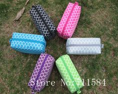 Ready stock quatrerfoil Cosmetic bags with various colors with one main zipper compartment Nylon zipper  white polyester lining