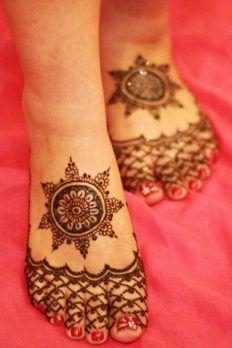 Pakistani Cone Kone Henna Mehndi Designs For Feets with best style. Pakistani Cone Kone Henna latest Mehndi Designs For full long Feets Pakistani Mehndi Designs, Eid Mehndi Designs, New Bridal Mehndi Designs, Mehndi Patterns, Simple Mehndi Designs, Mehndi Images, Elegant Designs, Mehndi Tattoo, Henna Tattoo Designs