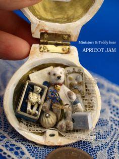 熊貝 tiny white teddy with itty bitty teddy