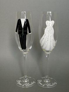 Zwei handbemalte Sektgläser zur Hochzeit von Traumhochzeit auf DaWanda.com                                                                                                                                                                                 Mehr