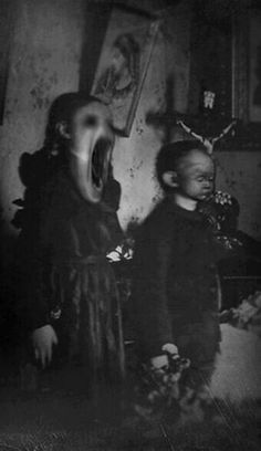 Our quite quaint niece and nephew art growing so festinate! h're's a picture of those folk doing their first spelleth! Creepy Images, Creepy Pictures, Creepy Art, Macabre Photography, Dark Photography, Arte Horror, Horror Art, Dark Fantasy, Fantasy Art
