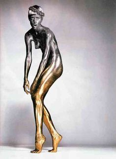 The perfect body paint: silver to golden. by Topolino for CR Fashion Book.