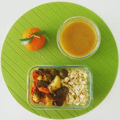 Legumes assados com arroz integral de feijão  uma refeição saborosa e reconfortante perfeita para estes dias  Tenham um bom dia!
