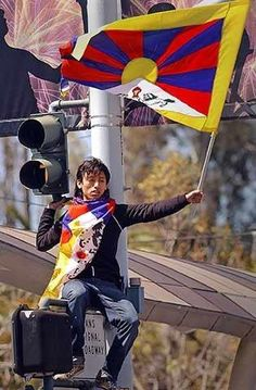 Posted by United Nations For a Free Tibet Dalai Lama, Powerful Pictures, Beautiful Pictures, Cry Freedom, Le Tibet, Lhasa, Future Travel, United Nations, Economics
