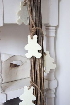 Felt Teddy Bears and Twine   51 Hopelessly Adorable DIY Christmas Decorations