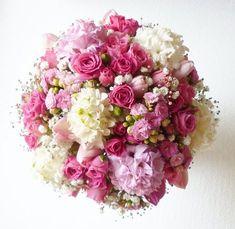 Pink, rózsaszín tavaszi menyasszonyi csokor jácinttal Wedding Bouquets, Wedding Flowers, Pretty Flowers, Floral Arrangements, Our Wedding, Floral Wreath, Wreaths, Seasons, Decor