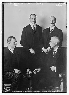 4 Kings, they are clockwise from bottom left:King Albert of Belgium, King Christian of Denmark, King Haakon of Norway and King Gustav of Sweden.