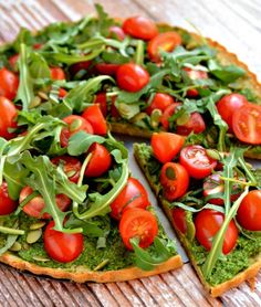 Clean + Green Superfood Pizza | Alternative Healthy Pizza Recipes That Really Taste Like Heaven! You'll Never Go Wrong With These 10 Easy And Delicious Dinner Ideas by Homemade Recipes at http://homemaderecipes.com/healthy-pizza-recipes/