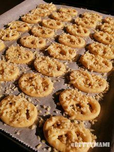 Sajtos perecek | Betty hobbi konyhája Cookies, Desserts, Food, Crack Crackers, Tailgate Desserts, Deserts, Biscuits, Essen, Postres