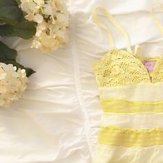 Free People baby doll style empire waist top sz. 2 Stunning yellow, Excellent used condition. Perfect to wear into Spring & through the summer. Free People Tops Tank Tops
