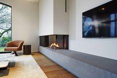 Foto's van inbouwhaarden op gas Living Room Decor Fireplace, Fireplace Tv Wall, Fireplace Design, Feature Wall Living Room, Living Room Tv, Home And Living, Home Room Design, Living Room Designs, Modern House Design