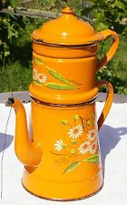 Très belle et ancienne cafetière émaillée Service Assiette, Grandmothers Kitchen, Vintage Enamelware, Cafetiere, Happy Colors, Watering Can, Vintage Kitchen, French Vintage, Granite